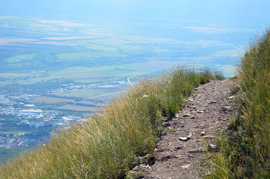 тропа на вершине Бештау