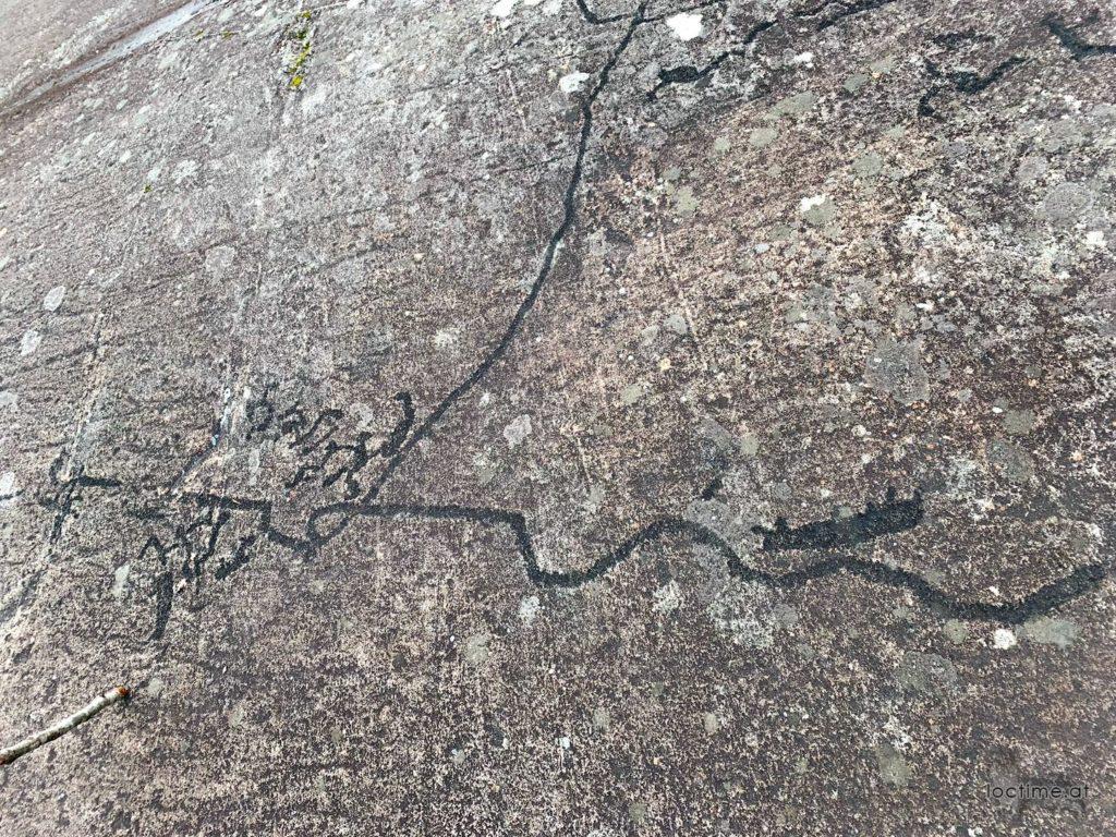 Петроглифы у Белозерска