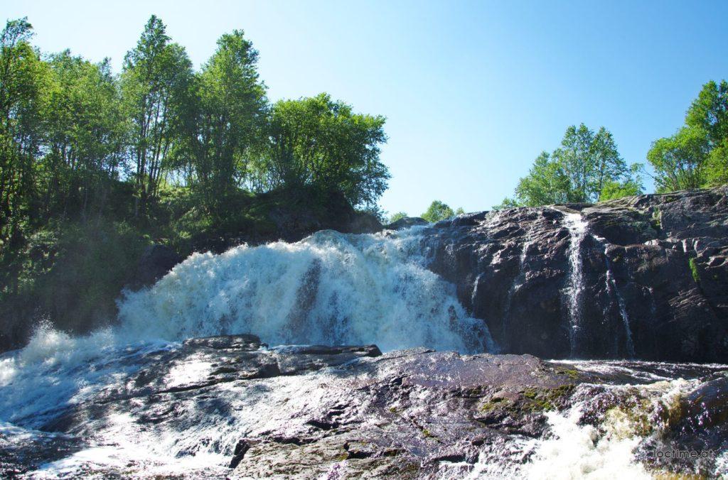 Водопад на реке Лавна